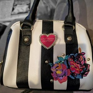 Small Betsey Johnson crossover bag